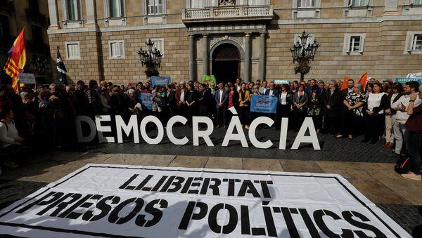 Las protestas en frente del Ayuntamiento de Barcelona el 2 de noviembre (archivo) - Sputnik Mundo
