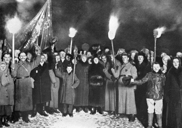 Celebraciones del segundo aniversario de la Revolución de Octubre (archivo)