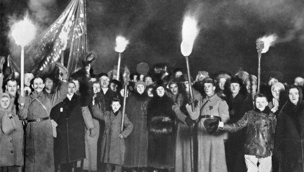 Celebraciones del segundo aniversario de la Revolución de Octubre (archivo) - Sputnik Mundo
