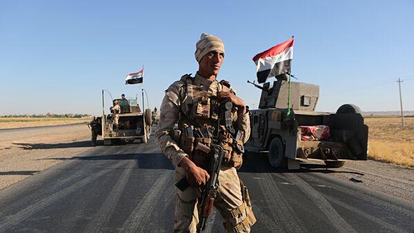 Soldado iraquí en las afueras de la ciudad kurda de Erbil, 27 de octubre de 2017 - Sputnik Mundo