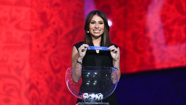 María Komándnaya durante el ensayo del sorteo de la Copa Mundial de la FIFA 2018 - Sputnik Mundo