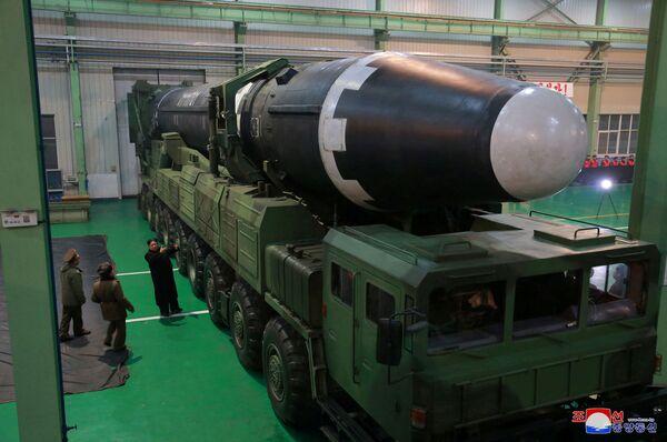 Sin censura: así fue el lanzamiento del misil balístico intercontinental de Corea del Norte - Sputnik Mundo