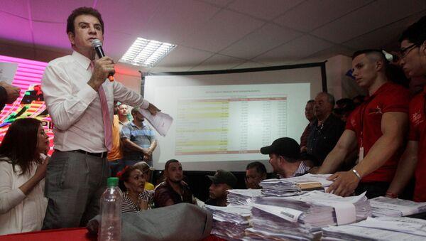 Salvador Nasralla, el candidato opositor hondureño - Sputnik Mundo