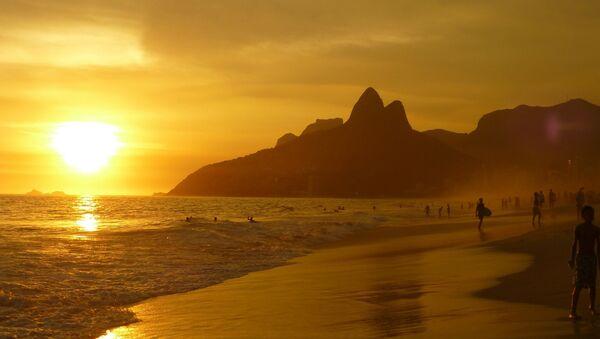Una playa en Rio de Janeiro, Brasil - Sputnik Mundo