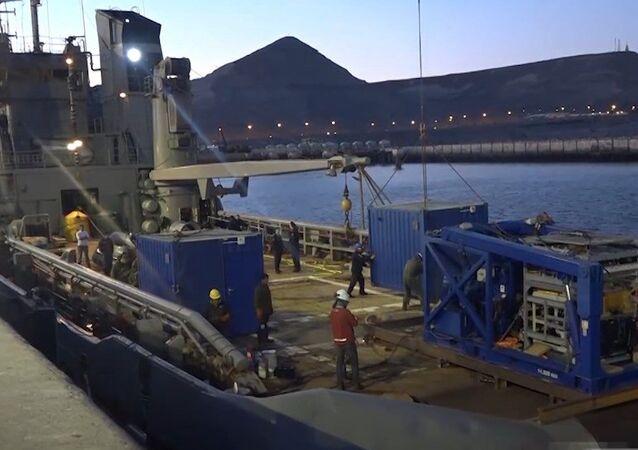 Especialistas rusos se dirigen hacia el área de búsqueda del submarino argentino