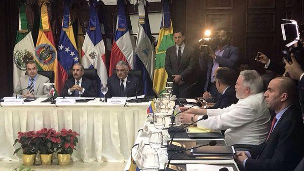 Delegaciones de Gobierno y oposición dialogan en Santo Domingo - Sputnik Mundo