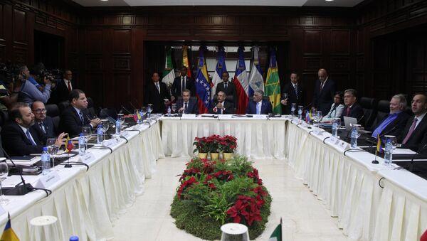 Diálogo entre Gobierno y oposición de Venezuela - Sputnik Mundo