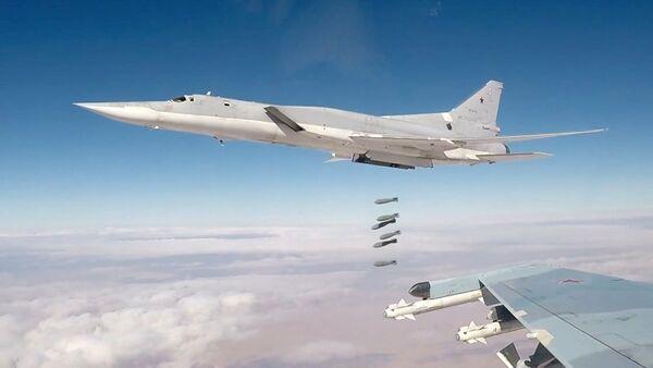 Bombardero estratégico ruso Tu-22M3 (imagen referencial) - Sputnik Mundo