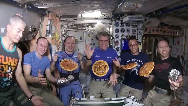 Pizza en la Estación Espacial Internacional - Sputnik Mundo