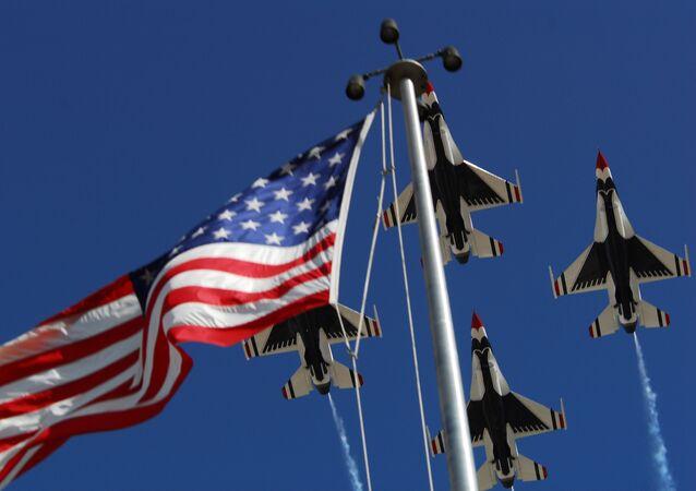 Los aviones estadounidenses durante un show de acrobacia aérea (imagen referencial)