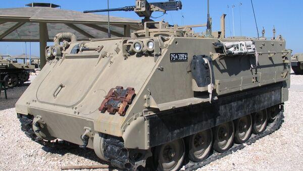 Un vehículo blindado M113 - Sputnik Mundo