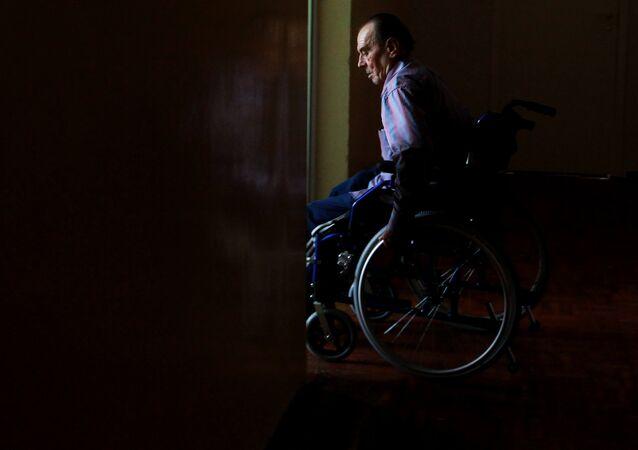 Una silla de ruedas