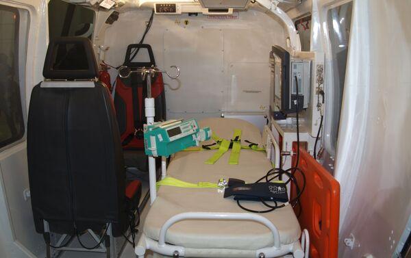 El interior del módulo médico del helicóptero Ka-226T - Sputnik Mundo