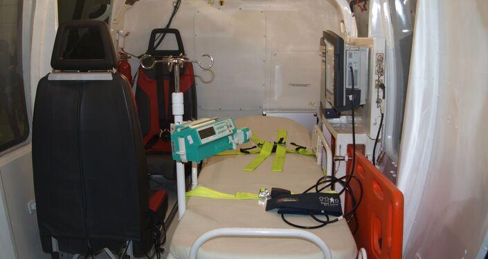 El interior del módulo médico del helicóptero Ka-226T