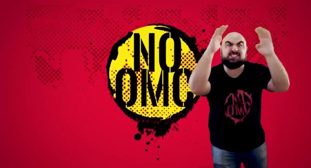 El rapper Daniel Devita canta en protesta de la cumbre de la OMC en Argentina