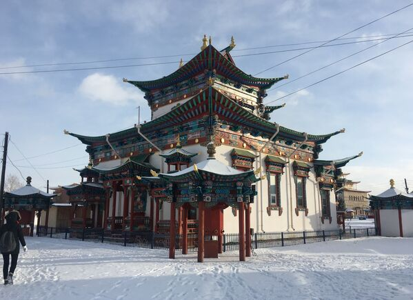 Un templo del monasterio de Ívolga - Sputnik Mundo