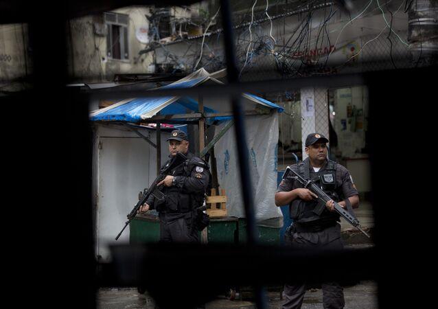 Policía militar brasileña en la favela Rocinha de Río de Janeiro