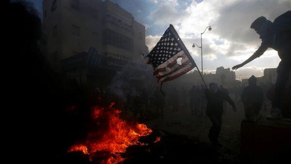 Manifestantes palestinos protestan contra la decisión de Donald Trump sobre Jerusalén - Sputnik Mundo