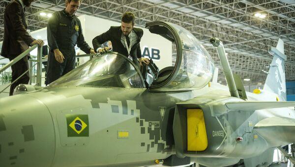 Un modelo de un caza Gripen que será utilizado por la FAB - Sputnik Mundo