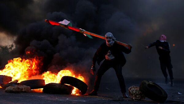 Manifestantes palestinos - Sputnik Mundo