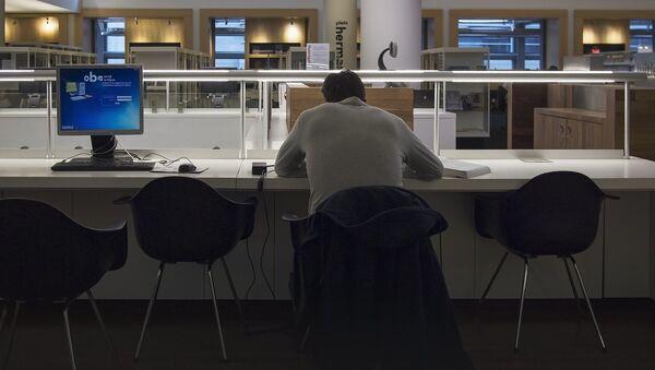 Horas extras en el trabajo (imagen referencial) - Sputnik Mundo