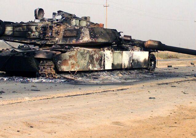 Un tanque destruido M1A1 Abrams (archivo)