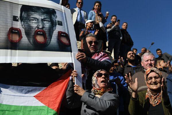 Caos, bombardeos, resistencia... lo que está pasando en Jerusalén tras la decisión de Trump - Sputnik Mundo