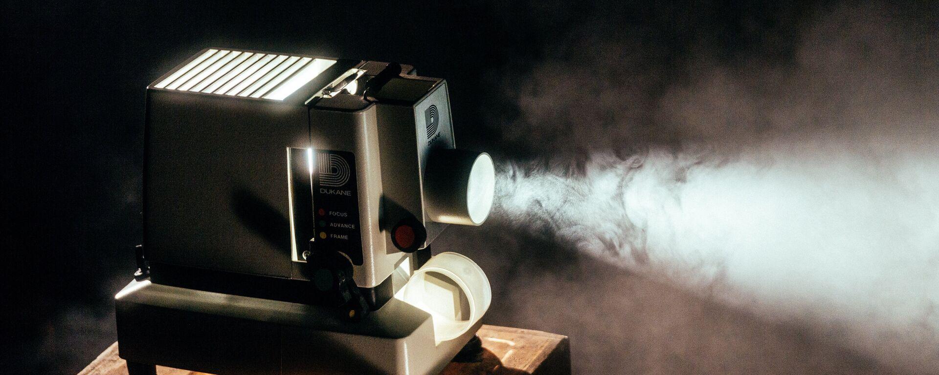 Proyector de cine (imagen referencial) - Sputnik Mundo, 1920, 14.09.2021