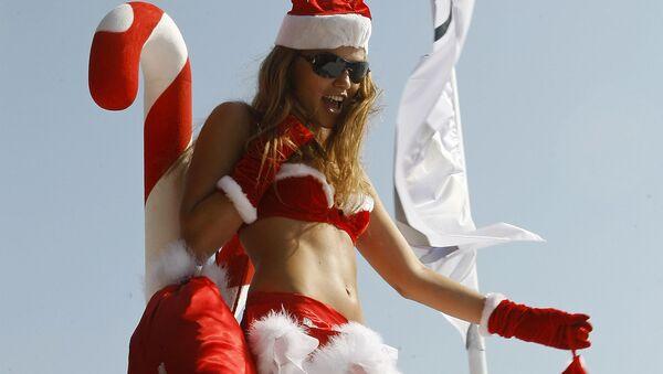 Descubre las caras más seductoras de las chicas Papá Noel - Sputnik Mundo