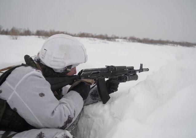 Rusia pone a prueba a sus marines de la Flota del Pacífico bajo las duras condiciones invernales