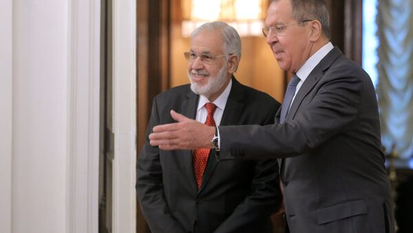 El ministro libio de Exteriores del Gobierno de Unidad Nacional, Mohamed Taher Siala y el canciller ruso, Serguéi Lavrov - Sputnik Mundo