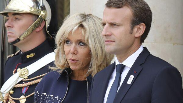 El presidente de Francia, Emmanuel Macron, y su esposa Brigitte - Sputnik Mundo