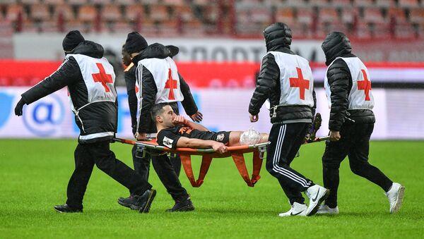 Médicos en un campo de fútbol (imagen referencial) - Sputnik Mundo