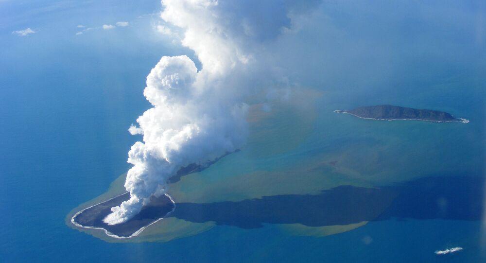 La isla de Hunga Tonga-Hunga Ha'apai en el océano Pacífico