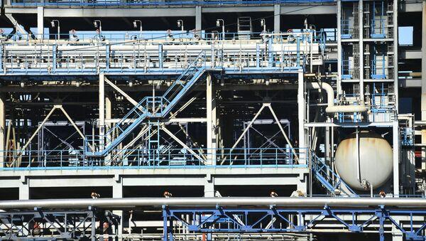 Una planta rusa de petróleo (imagen referencial) - Sputnik Mundo