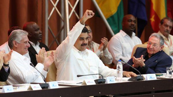 Miguel Diaz-Canel, Nicolas Maduro y Raul Castro durante el XVI Consejo Político de la ALBA-TCP - Sputnik Mundo