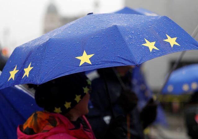 Paraguas con la bandera de la UE