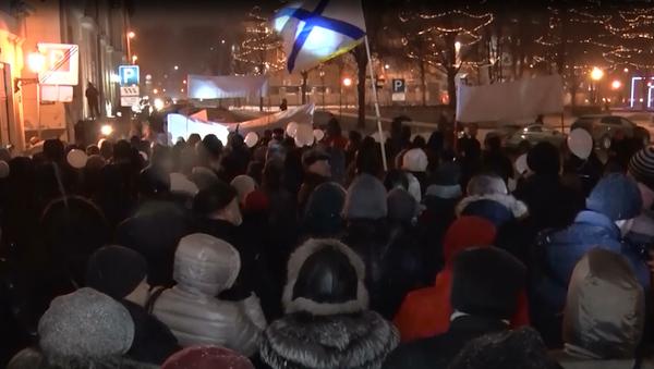 Multitudinaria marcha en Letonia para defender la lengua rusa - Sputnik Mundo