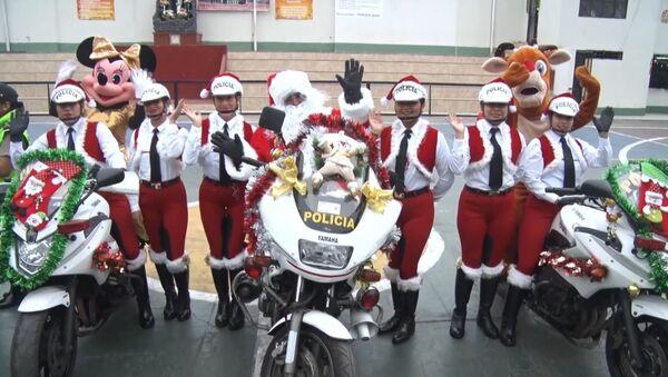 La Policía de Tránsito entra en el ritmo navideño en Perú - Sputnik Mundo