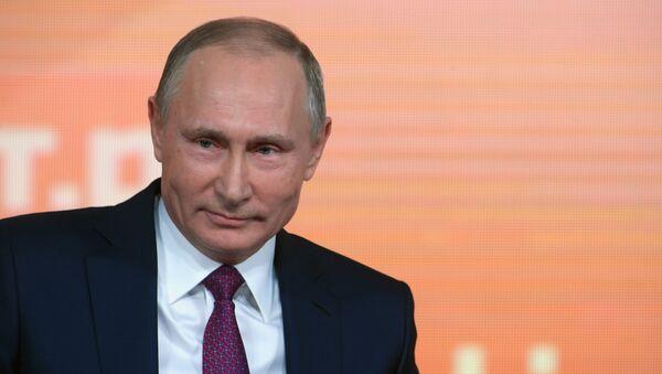 Vladimir Putin durante su rueda de prensa - Sputnik Mundo