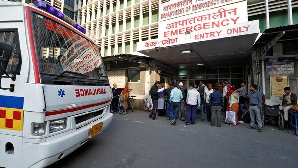 Una ambulancia en la India - Sputnik Mundo