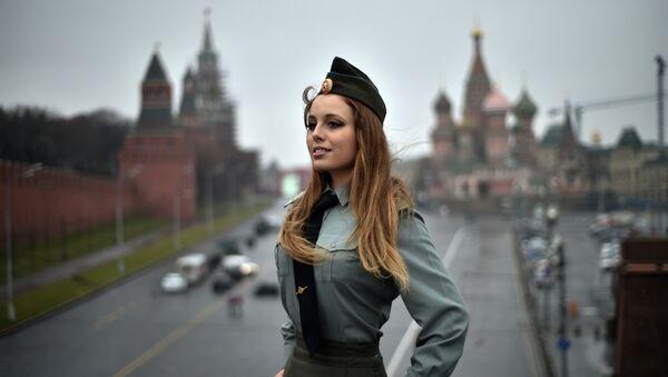 Un mujer rusa en Moscú (archivo) - Sputnik Mundo