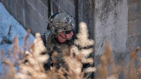 Un soldado de EEUU durante los ejercicios Warrior Strike IX - Sputnik Mundo