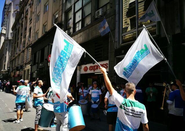 Bancarios argentinos protestan por la reforma jubilatoria en Buenos Aires.