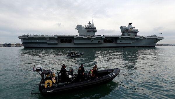 HMS Queen Elizabeth llega a Portsmouth - Sputnik Mundo