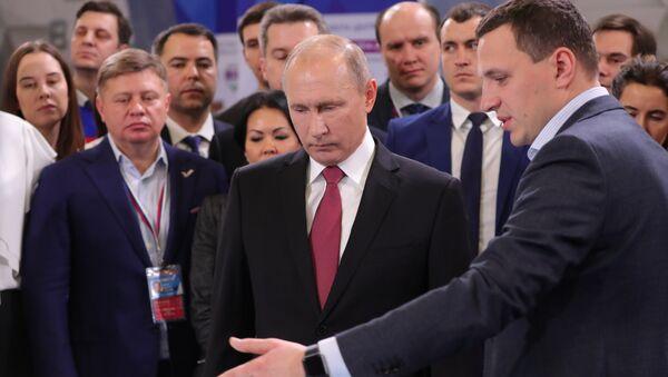 Vladímir Putin, el presidente de Rusia durante la reunión con activistas del Frente Popular de Rusia (ONF, por sus siglas en ruso) - Sputnik Mundo