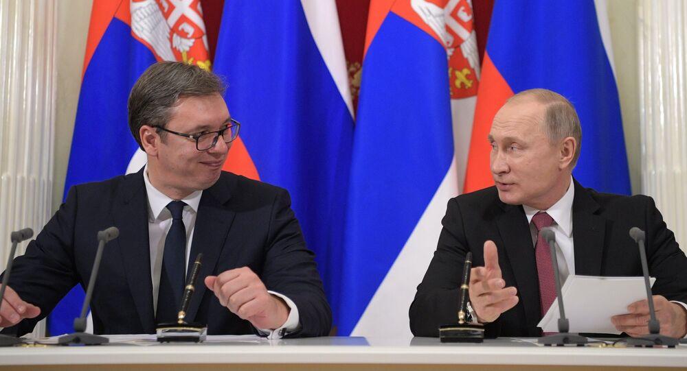 Presidente de Serbia, Aleksandar Vucic, y presidente de Rusia, Vladímir Putin (archivo)