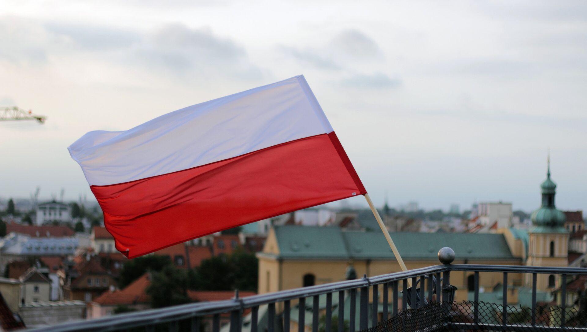 Bandera de Polonia en Varsovia, la capital del país - Sputnik Mundo, 1920, 03.02.2021