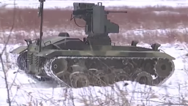 'Soldado universal': el novedoso robot de combate Nerejta, a examen (vídeo) - Sputnik Mundo