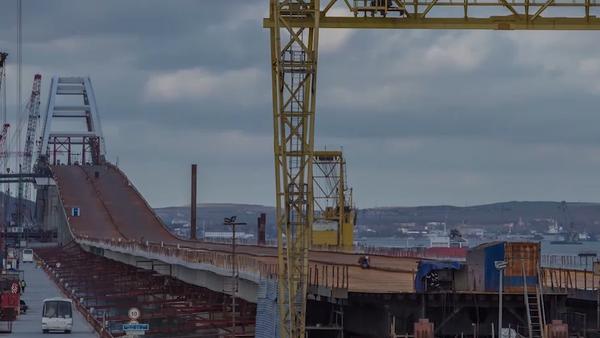 La instalación del puente de Crimea, en un insólito 'time-lapse' - Sputnik Mundo